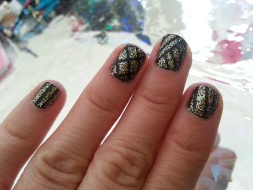 Decoración de uñas, striping tape, cintilla, glitter, nail art, diseños de uñas, diseños fáciles, esmaltes, barniz, nail art fácil, decoración de uñas fácil