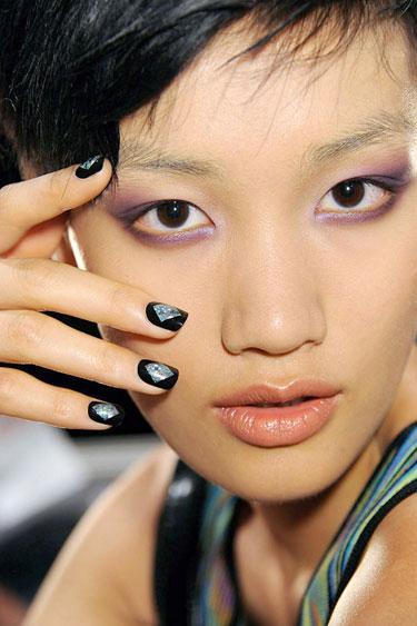 hbz-nail-trend-ss13-metallic-accents-nicole-miller-lgn