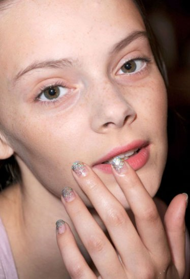 hbz-nail-trend-ss13-metallic-accents-win-lgn