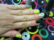 Nail art, nails, uñas, esmaltes, neon, polka dots, manicure, uñas faciles, verano, blanco y negro, amarillo, glitter