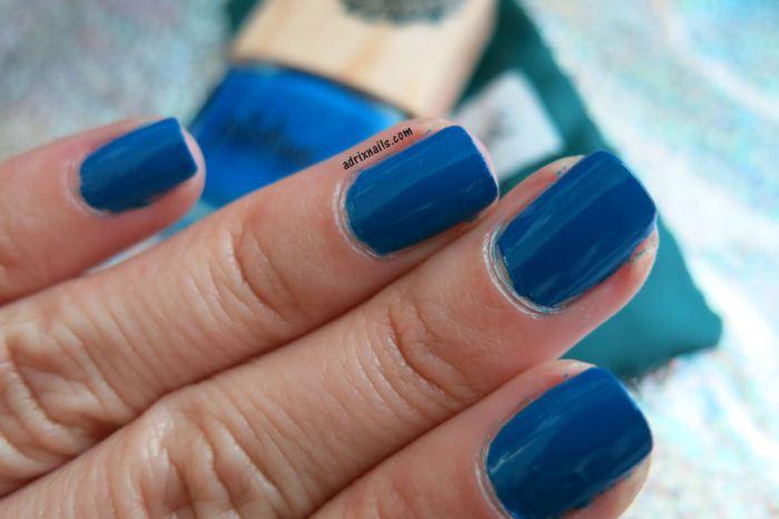 nails, uñas, esmaltes, nail polish, azul, glitter, pitahia, uñas fáciles, paso a paso, decoracion de uñas, uñas cortas, adrix nails, nail polish love, adrixnails.com, shimmer polish, indie, tapatio, azul rey