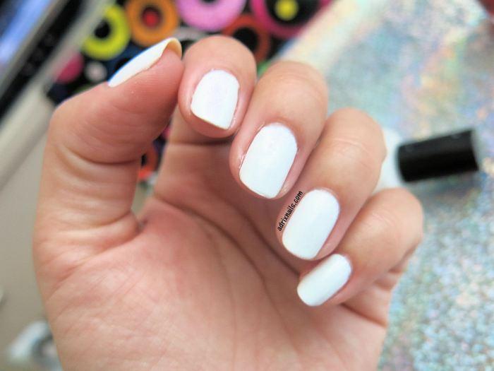maquillaje, esmalte blanco, white nail polish, uñas blancas, nina ultra pro, tonos neutros, Swatches, nails, nail polish, OPI, esmaltes, nailpolishlove.me blog mexicano dedicado al nail art, esmaltes, adrix nails