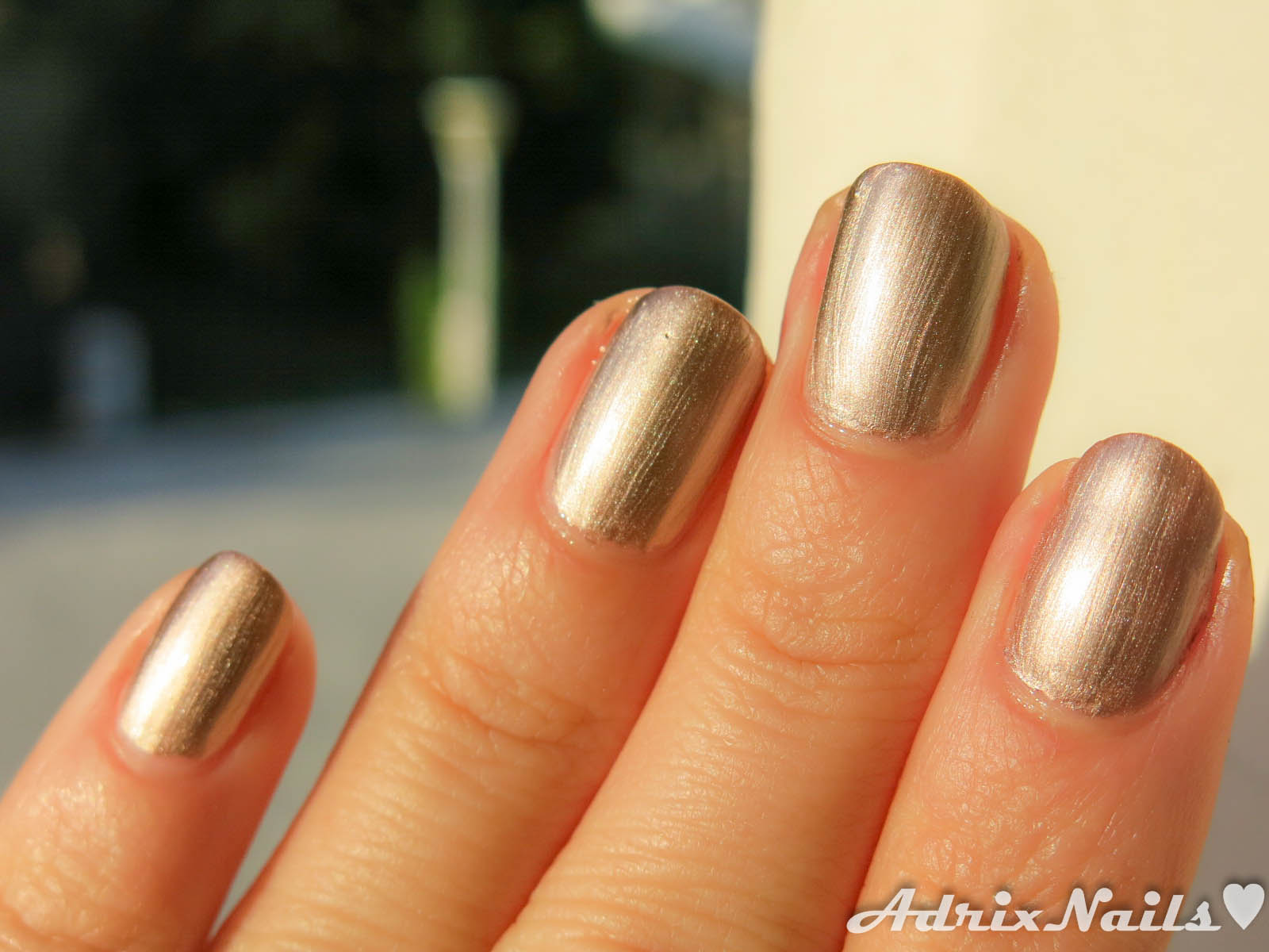 Colores: Bissú – Oro Líquido –   Adrix Nails: Uñas, barnices, nail ...