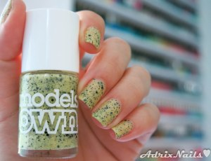 amarillo, Models Own, goose, speckled egss, diy nails, uñas paso a paso, esmaltes, uñas, swatches, nails, nail art, nail polish, colores, review, adrix nails, blog mexicano dedicado al nail art, blogueras mexicanas, mexican bloggers, blogs de méxico, nailpolishlove,