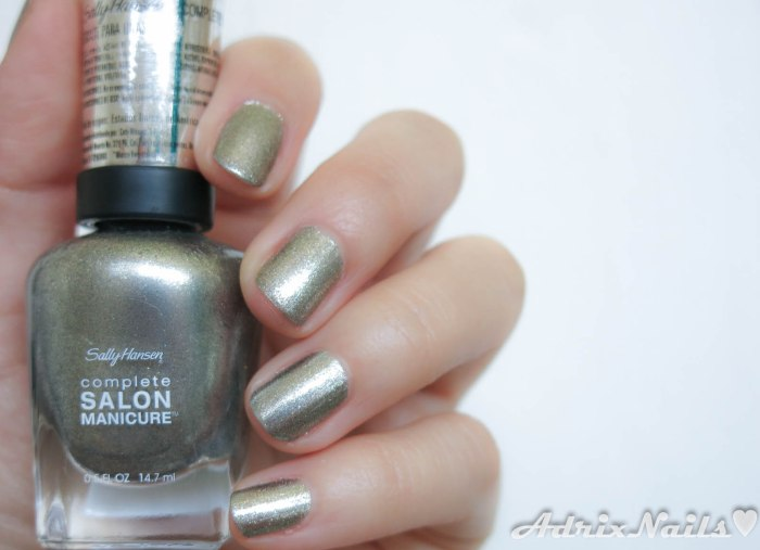 Sally Hansen - Shoot The Moon y Batbano Blue-2