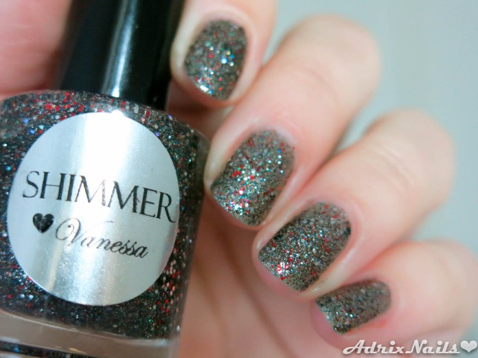Shimmer polish vanessa, shimmer polish, esmaltes de etsy, reseña, review, glitter, reseña de esmaltes, reseñas de esmaltes, pintauñas, shimmer, uñas naturales, uñas cortas, rojo, striper, i love nail art, reseñas de esmaltes, red eye, uñas fáciles, estoperoles, studs, swatches, glitter, diy nails, uñas paso a paso, esmaltes, uñas, swatches, nails, nail art, nail polish, colores, review, adrix nails, blog mexicano dedicado al nail art, blogueras mexicanas, mexican bloggers, blogs de méxico, nailpolishlove